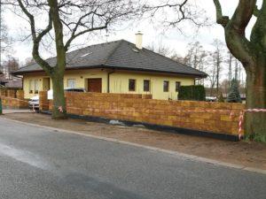 027 Stavba plotu pohledová část
